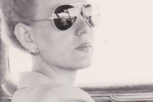 21 Vintage Snapshots Of Woman in Killer Sunglasses - Flashbak