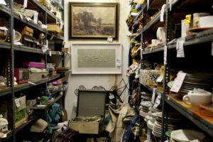 01_cluttered-shelves-1076x588